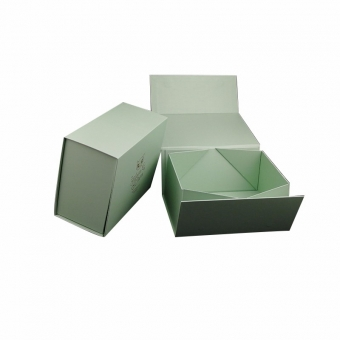 collapsible storage boxes with magnetic closure